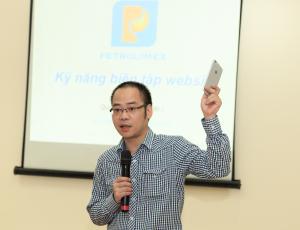Ông Nguyễn Đức Quỳnh (Giám đốc sản phẩm) tại buổi đào tạo
